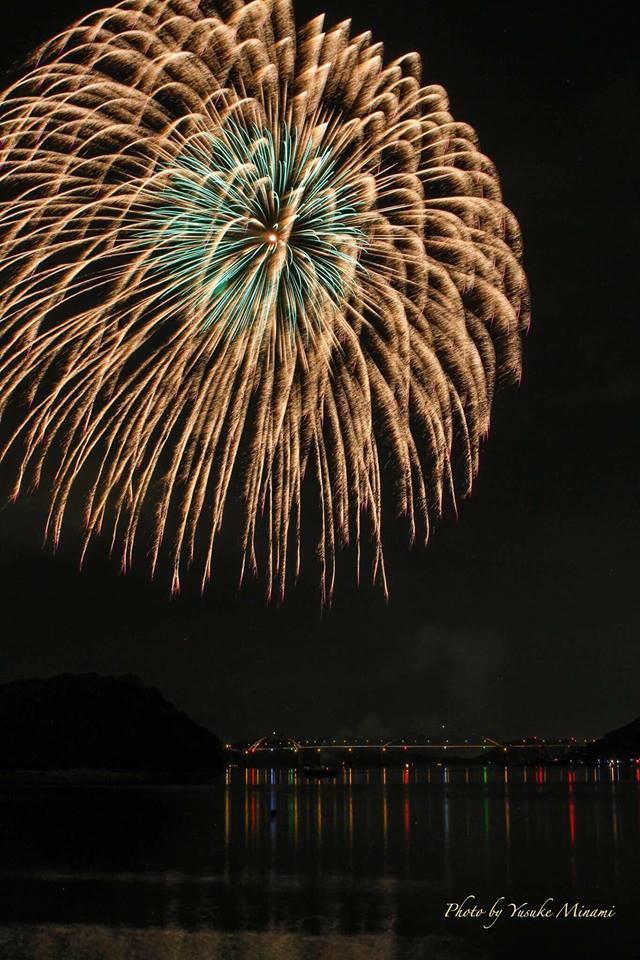 【内海大橋と花火】内海大橋を照らすクレセントビーチ夏祭り花火大会2017は8月20日開催!/広島県福山市内海