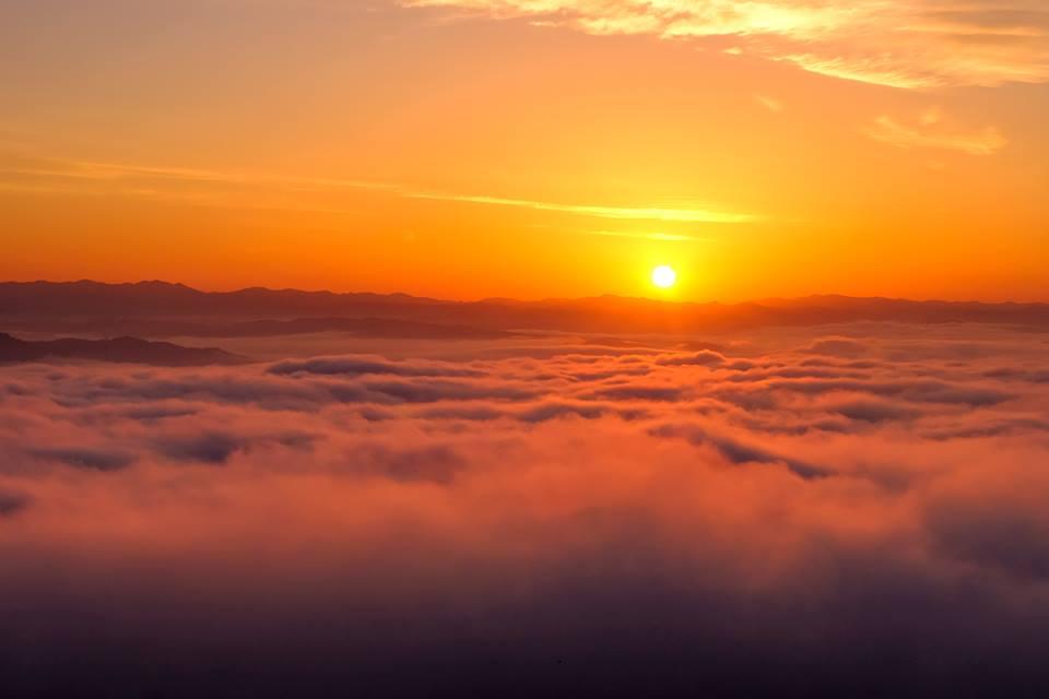 【高谷山展望台の雲海】三次市の日の出、夜景スポット高谷山からの眺める霧の海はどんな感じ?/広島県三次市