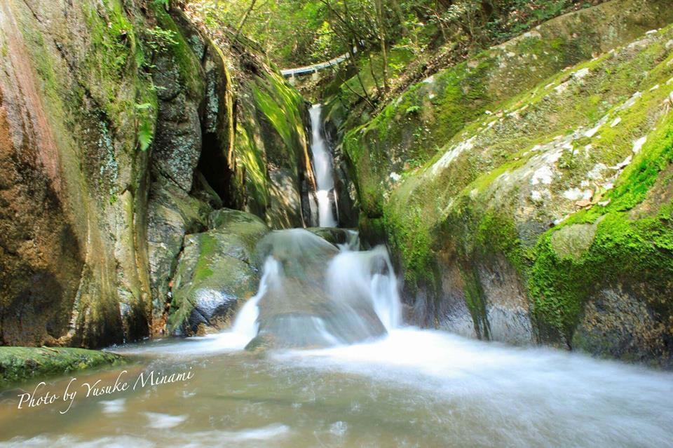 【夏の爽快スポット】 三郎の滝~天然のすべり滝~広島県府中市