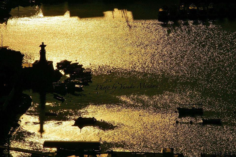 【鞆の浦風景】 太子殿より眺める黄金の常夜灯シルエットは絶景!/広島県福山市